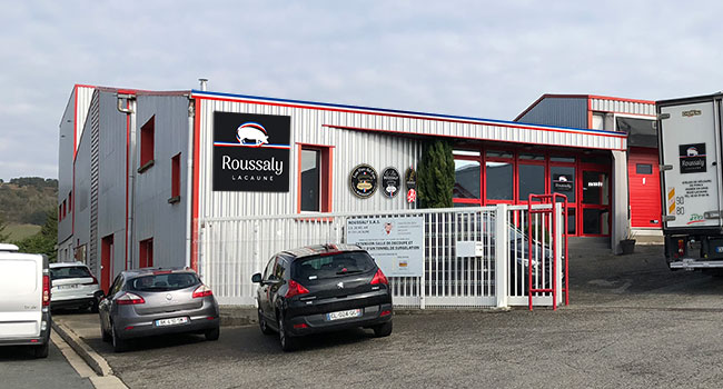 L'atelier de découpe de porcs Roussaly dans le Tarn a une capacité de 1 000 porcs par jour.